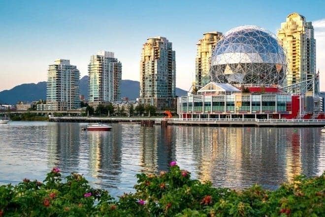 Vancouver's grey and rainy skies shouldn't prevent your family fun. Here are some of our favorite indoor places for rainy day activities for kids. (via thetravellingmom.ca)