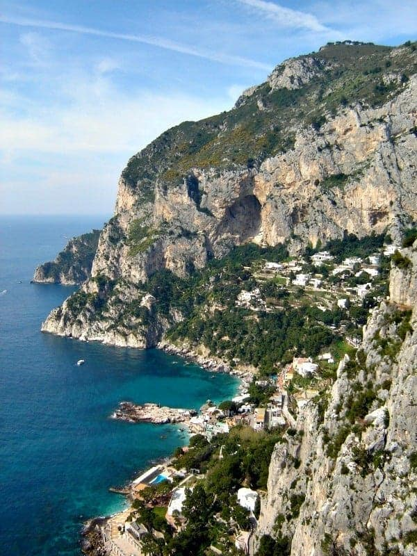 Dreams of a long weekend in Capri and the Amalfi Coast conjures up images of a warm Italian sun, steep cliffs, and the blue waters of the Mediterranean. Travel tips for Sorrento, Capri, and the Amalfi Coast, Italy.