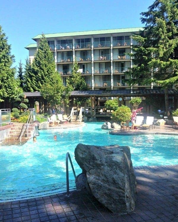 Soak in summer at Harrison Hot Spring Resort, a perennial favorite holiday destination for travelling families for over 100 years. (via thetravellingmom.ca)