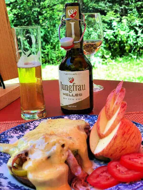 toasted cheese on bread with beer and apple