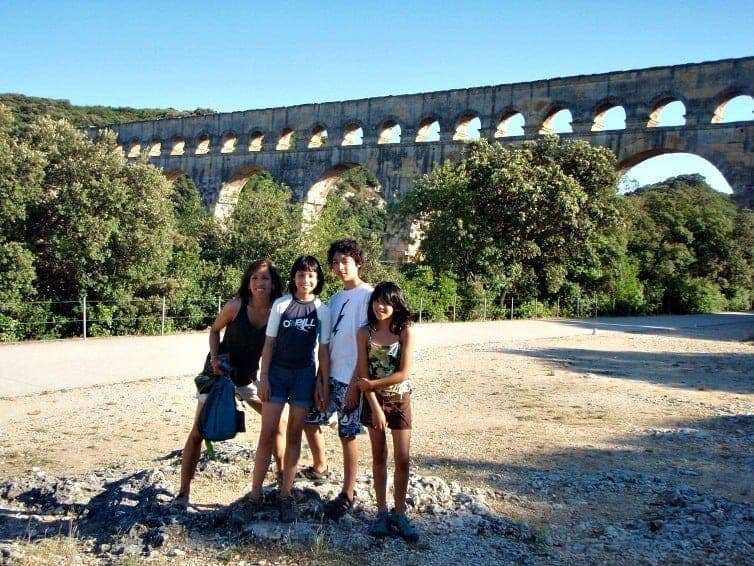 Enjoying a post-lunch swim at the Pont du Gard, France (via thetravellingmom.ca)