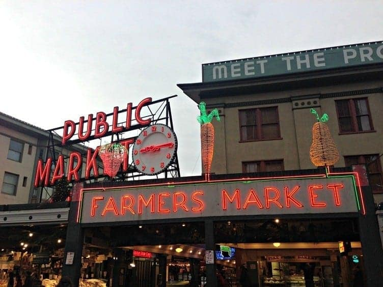 The Emerald City sparkles during the holiday season. Tips on celebrating the holidays in Seattle with taste, style and fun for all ages. | thetravellingmom.ca